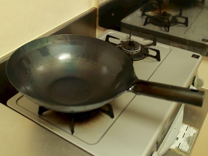 空焼きと油慣らしを終えた山田工業所の中華鍋